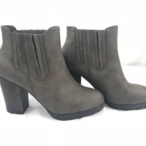 Modern Girl Boots Short Ankle Gray women's size 8
